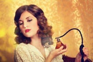 معرفی موثرترین روشهای از بین بردن لکه عطر از روی انواع لباس