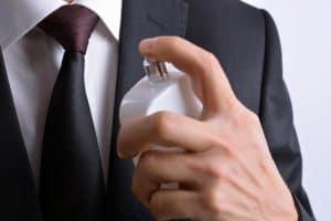 پاک کردن لکه عطر از روی لباس