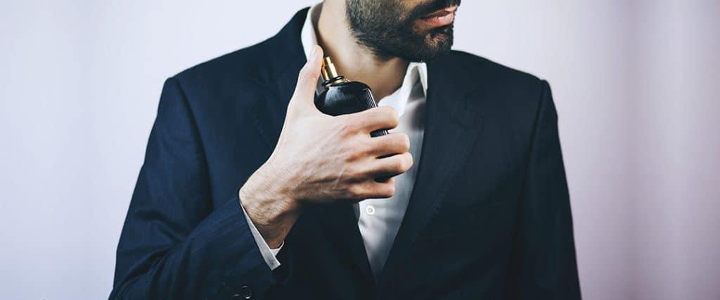 عطر یک بخش از منش شخصیت شما را تشکیل میدهد که در هوای اطراف شما پراکنده شده است. به عنوان یک تاجر، معلم، مدیر و حتی همسر خوب، لازم است فواید استفاده از عطر را بدانید