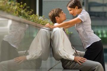 women attractive smell 1 - فواید استفاده از عطر برای مردان؛ شخصیت شما چه بویی میدهد؟