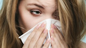 understanding adult onset allergies 722x406 300x169 - حساسیتهای عطری چرا ایجاد میشود؟ چه علائمی دارد؟ چطور درمان میشود؟