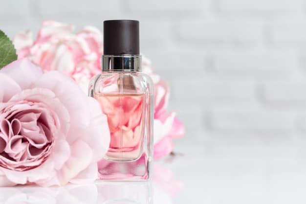 perfume bottles with flowers mehstyle - ساختار عطر به چه صورت است؟